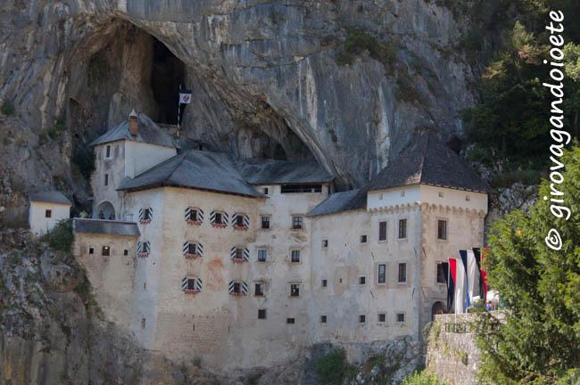 il-misterioso-castello-di-predjama