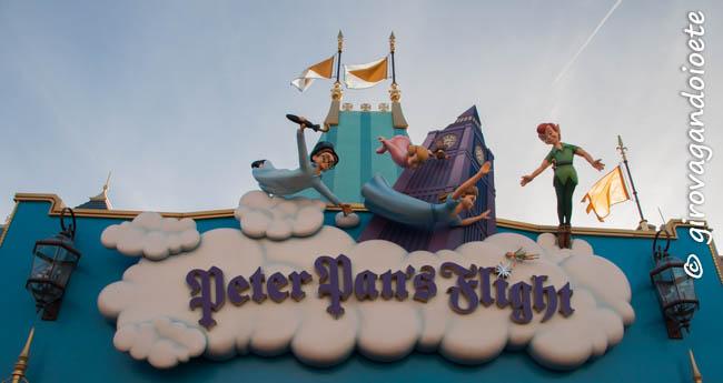 Spettacolo, sogni e tanta allegria: ecco il #MagicKingdom, uno dei quattro parchi di #Disneyland a #Orlando. Tantissima gente con la stessa identica voglia di fermare il tempo e i ricordi
