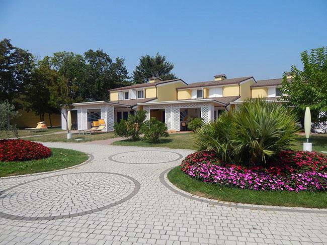 Apart-Hotel---piazzetta-Vacanze a Caorle a misura di famiglia